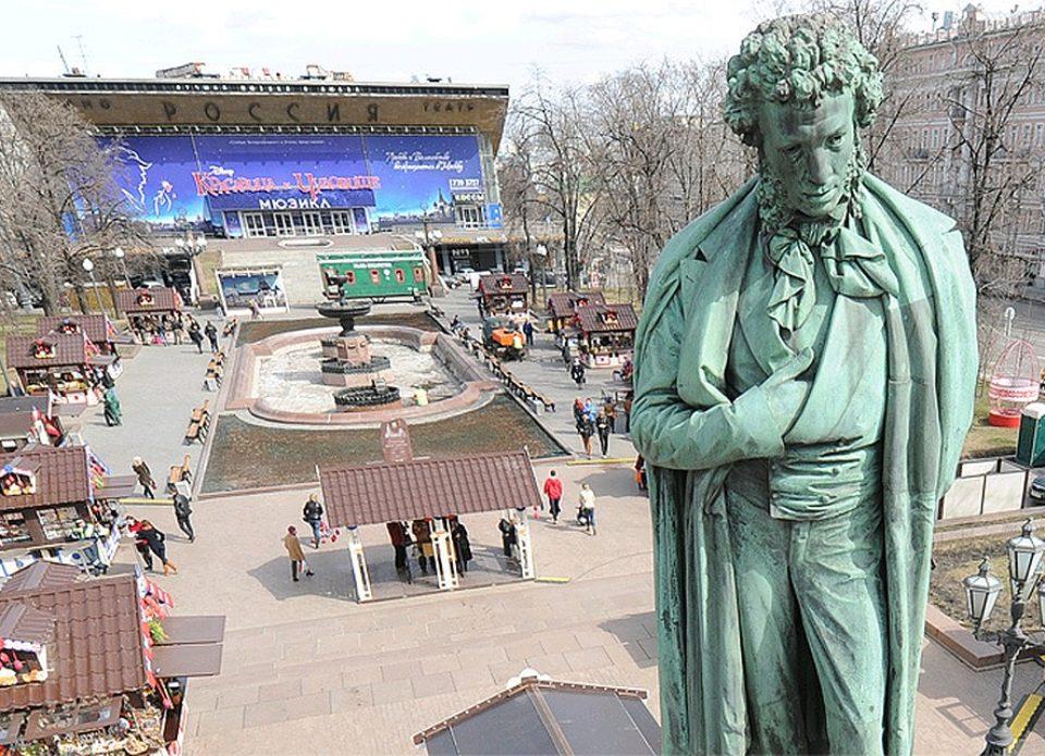 В Москве запустили летнюю программу бесплатных экскурсий «Белые ночи»