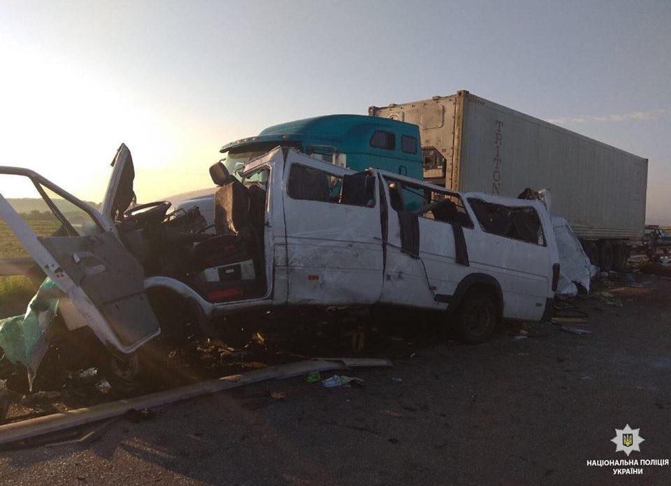 Микроавтобус с белорусами, ехавшими с отдыха в Одессе, попал в аварию: 5 человек погибли