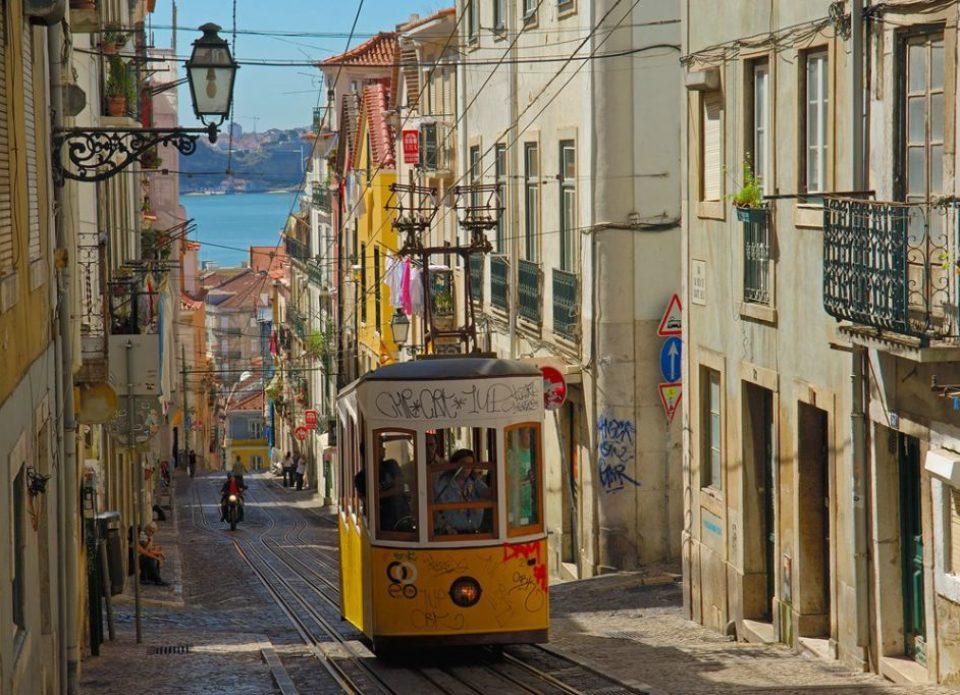Главным направлением туризма стала Португалия, а лучшие пляжи – в Греции