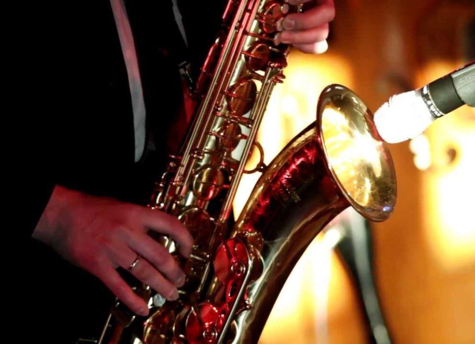 Minsk Marriott Hotel предлагает встретить закат солнца под мелодии джаза