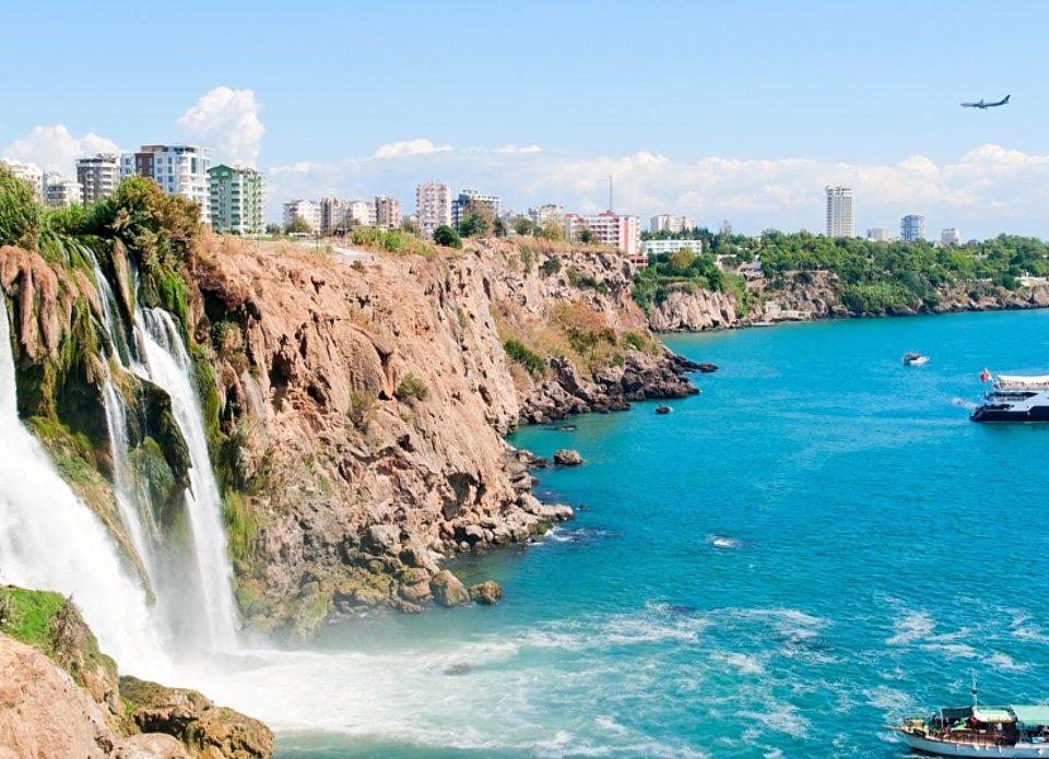 Анталия устанавливает новые рекорды по туристическим прибытиям