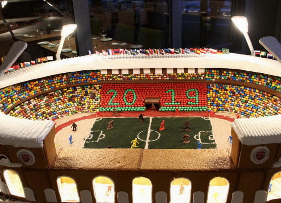 Торт в форме стадиона «Динамо» появился в холле «Ренессанс Минск Отеля»