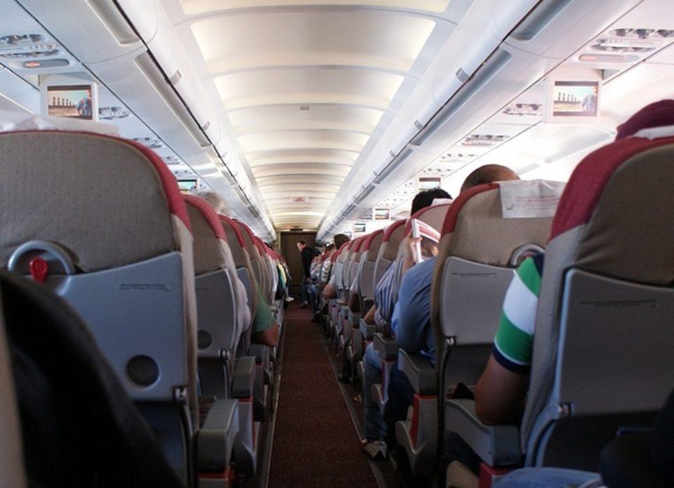 В России предлагают запретить авиакомпаниям рассаживать членов семей