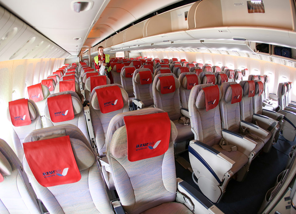 Azur Air перестанет кормить пассажиров на рейсах длительностью до пяти часов