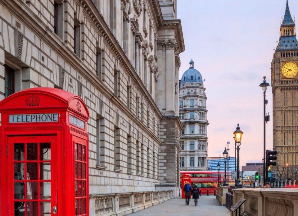 Великобританияотменила бумажные миграционные карты для туристов