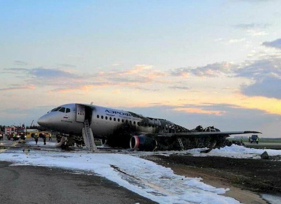 В результате авиакатастрофы лайнера Sukhoi Superjet 100 погиб 41 человек