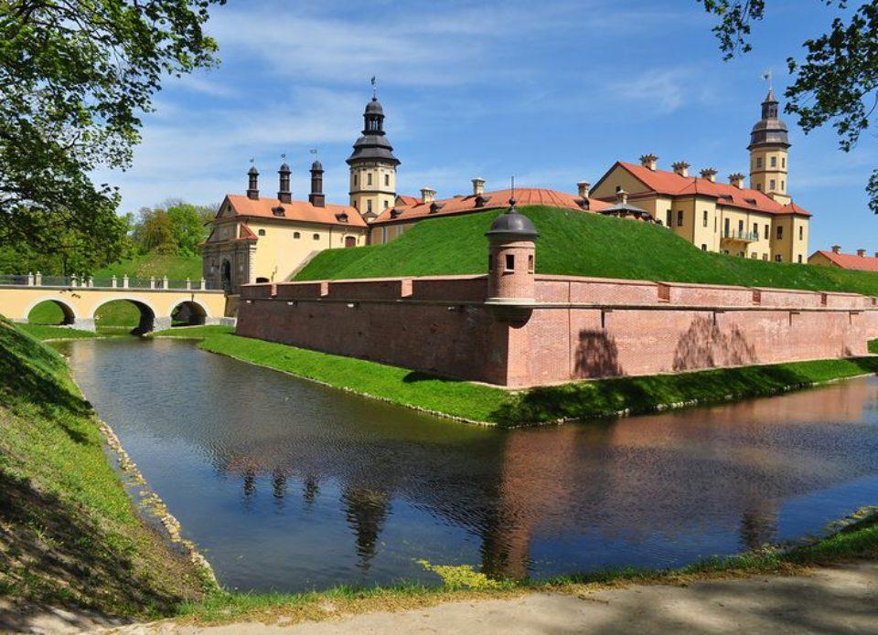 Несвижский замок предлагает билет за репост