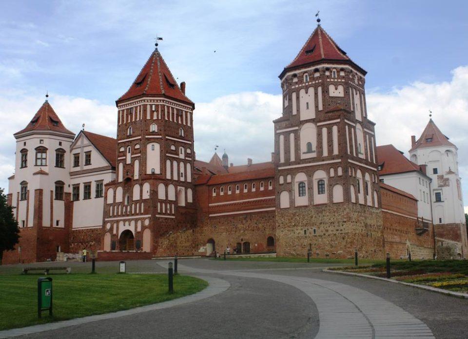 Руководство Мирского замка и турфирмы обсудили, как жить дальше