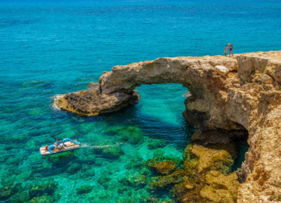 Кипр привлекает туристов: «Если заразитесь, мы за все заплатим!»