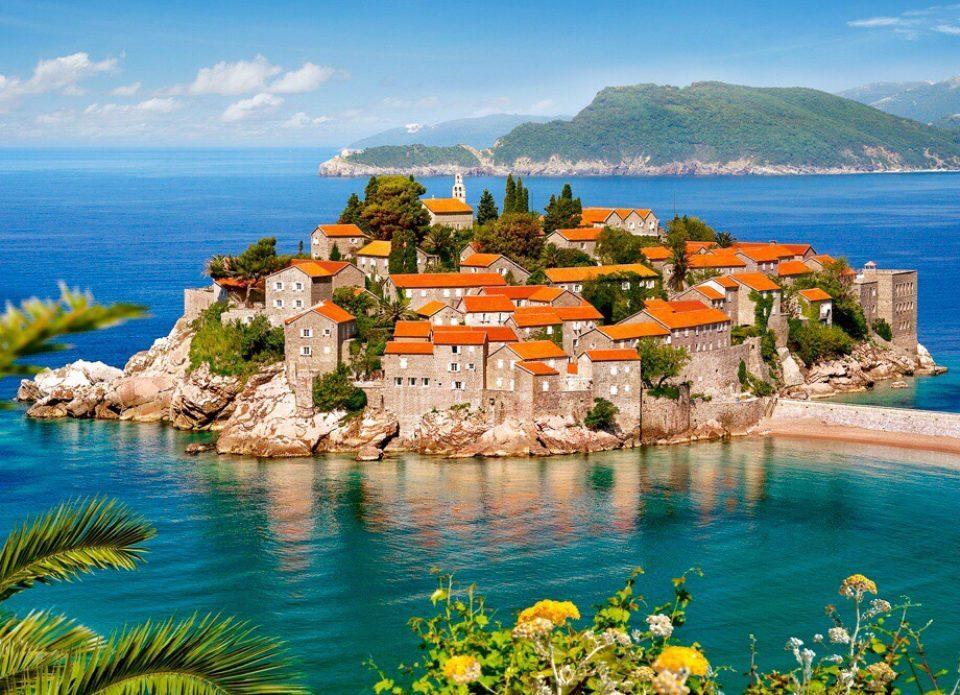 Гражданам Беларуси официально разрешен въезд в Черногорию без ограничений