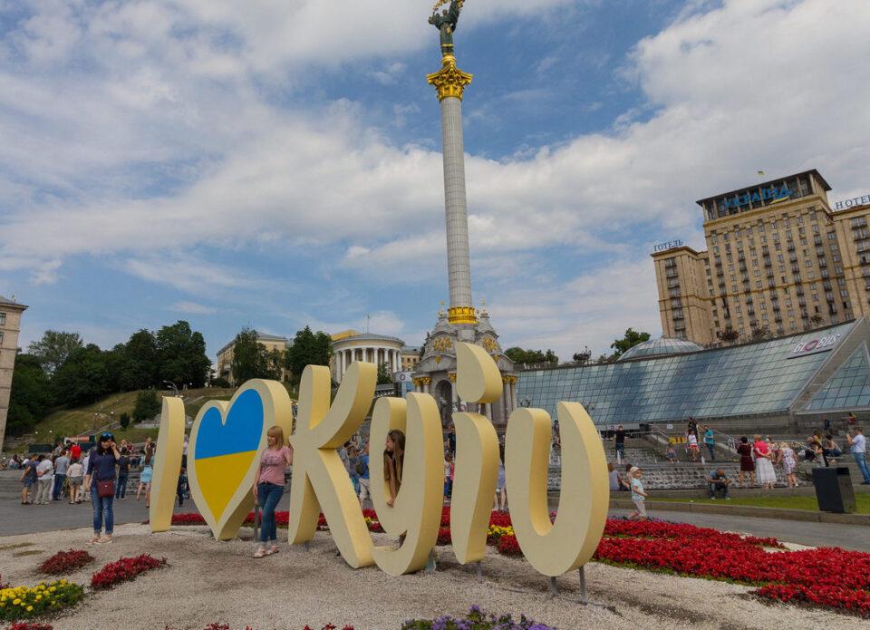 Украина разрешила иностранцам свободно въезжать в страну