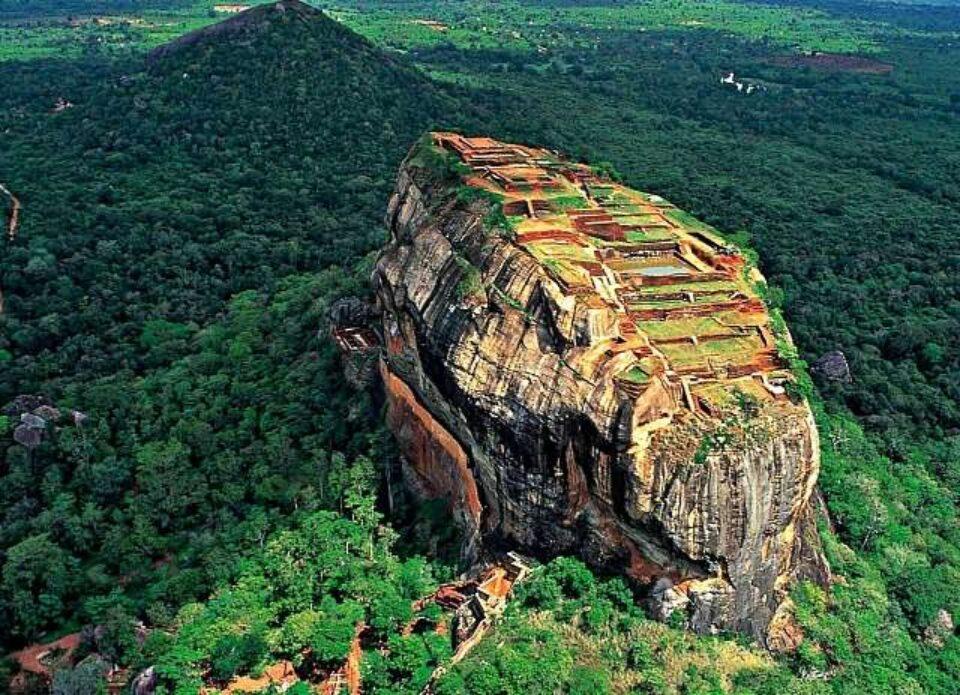 Шри-Ланка возобновляет авиасообщение с 26 декабря