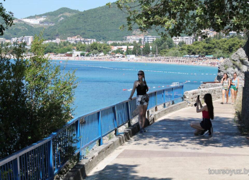 С 12 января въезд в Черногорию разрешен без теста и карантина