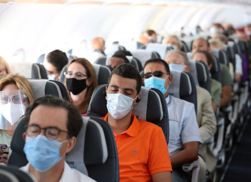 Авиакомпании Lufthansa и Air France больше не пускают на борт в тканевой маске