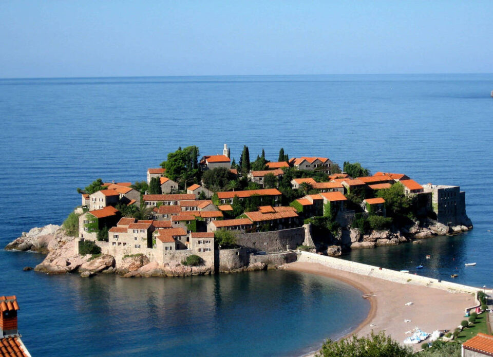 Черногорский пляж Святой Стефан – в списке рекомендуемых к посещению после пандемии