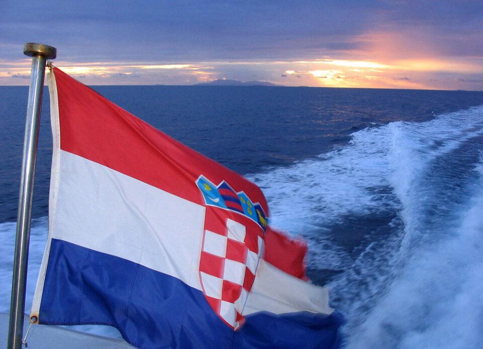 Хорватия с 1 апреля разрешает въезд в страну туристам с подтверждением о вакцинации