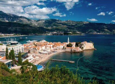 Чартерные программы в Албанию и Черногорию приостанавливаются до конца сезона