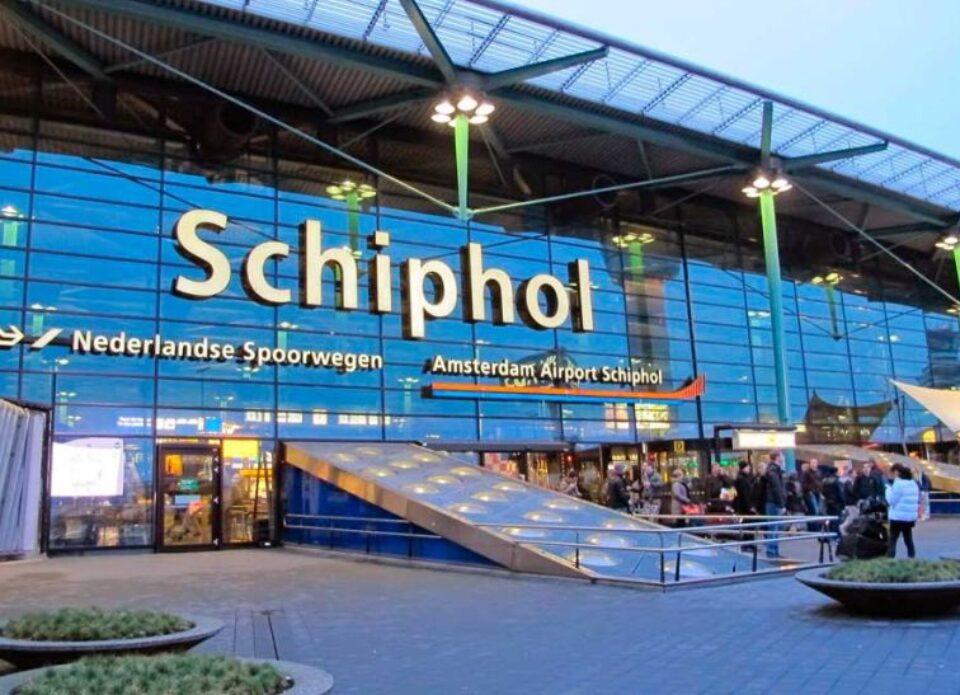 В аэропорту Амстердама больше не нужен тест на коронавирус для транзитных туристов