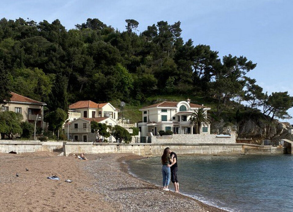 Цены на проживание на виллах в Черногории снизились на 50%
