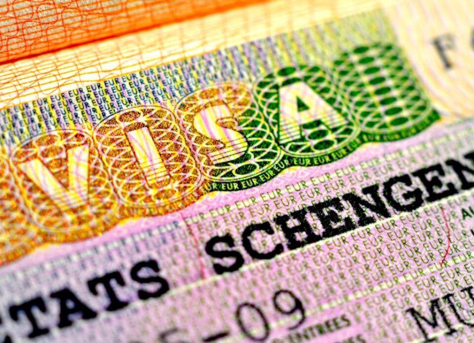 C 14 июня белорусские граждане могут оформить польскую визу в МИД в Варшаве
