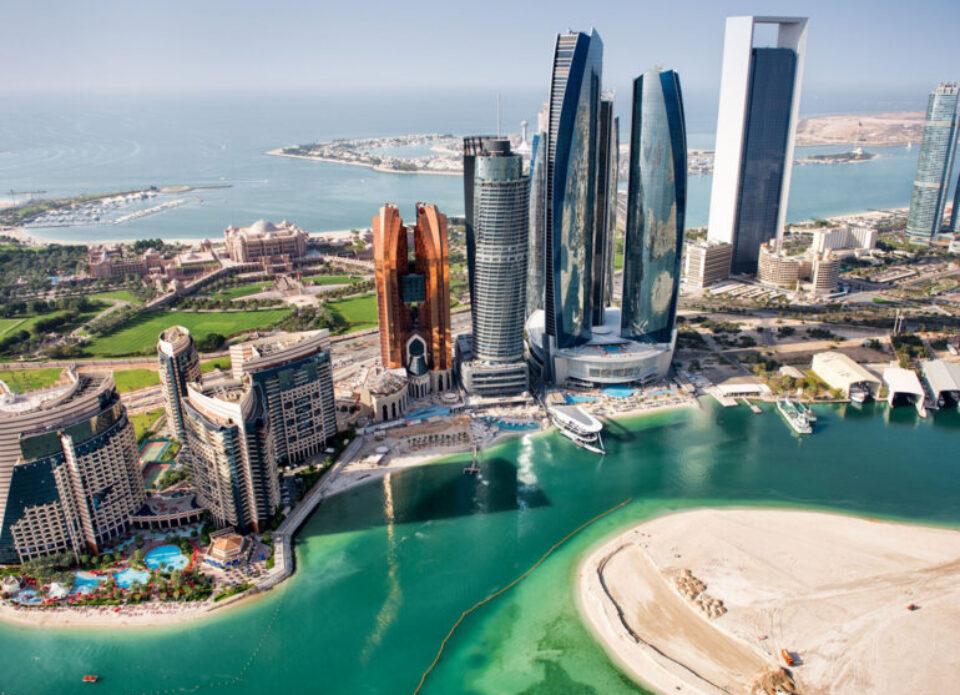 Абу-Даби освободил туристов, привитых «Спутник V», от карантина